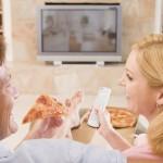 Mangiare con la TV accesa: si o no?